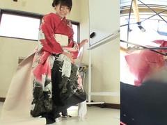 Subtitled japanese kimono pee desperation failure in hd tubes at lingerie-mania.com