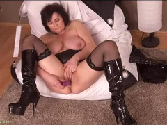 Chubby mom fucks her tight cunt with a dildo movies