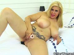 Spanish milf musa libertina stuffs her shaven pussy videos