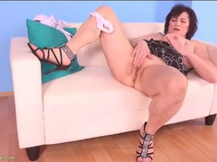Thick mature babe does a slow and sexy striptease clip