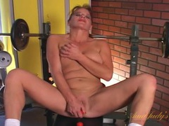 Sporty mom on a weight bench masturbates solo videos