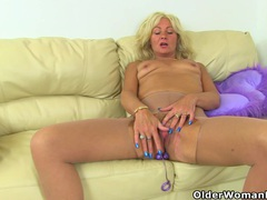 Uk milf ellen lets her fingers graze her swollen labia videos