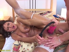 Skinny stepmom gets pumped and anal fucked tubes