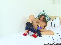 British milf sophia delane spreads her fuckable fanny movies at find-best-babes.com